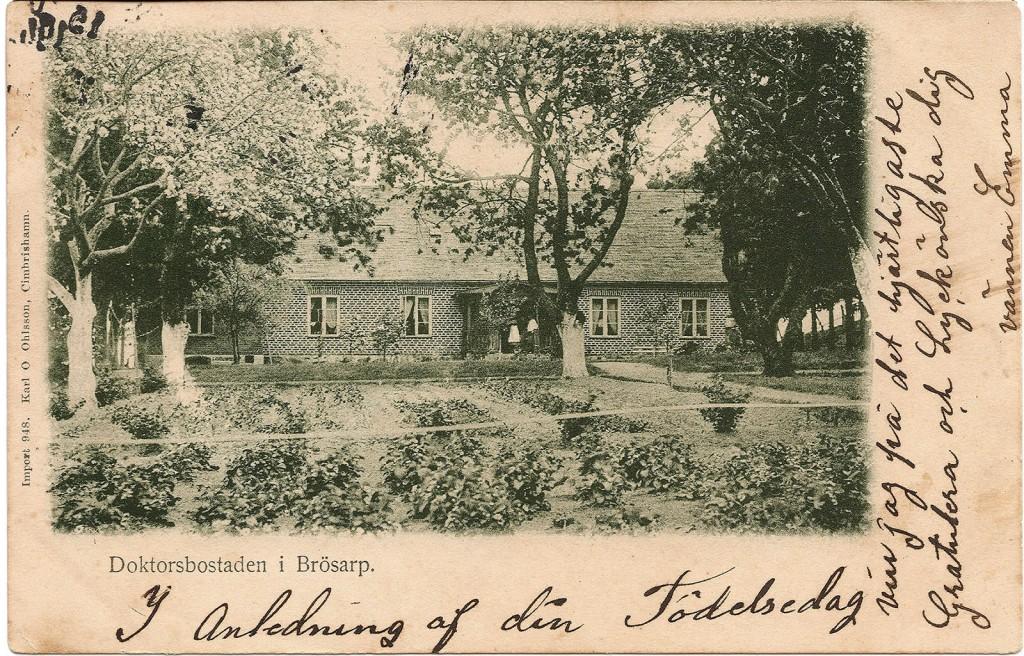 Vykort på Doktorsbostaden efter att tillbyggnaden i gult tegel i vinkel gjordes i slutet av 1800-talet. Foto: Karl O Ohlsson