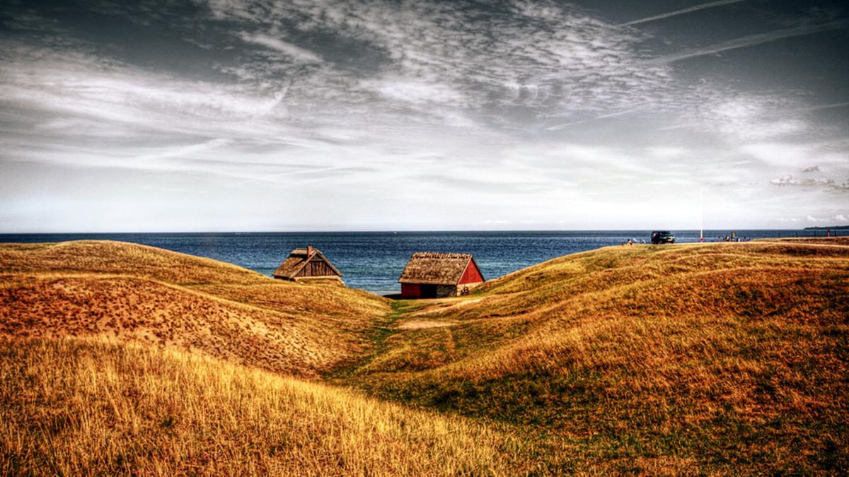 Omsjungna Haväng bjuder på milsvida sandstränder och en sällsynt sandstäpp som för tankarna till Provence.