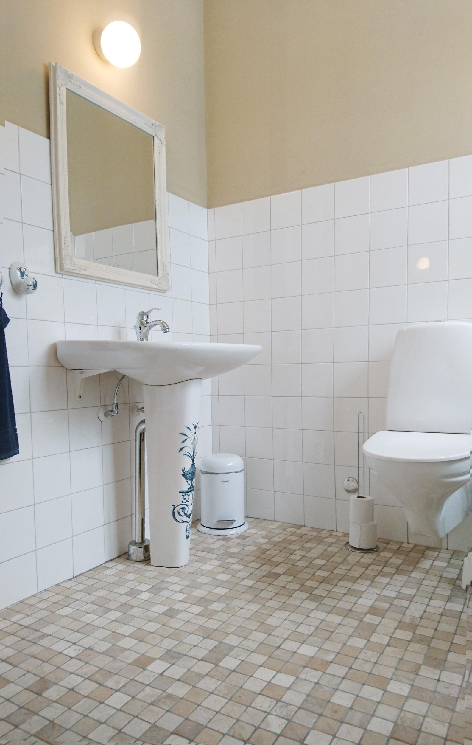 Handmålat badrumsporslin från Paris.
